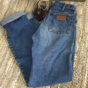 Vintage wrangler high waisted mom jeans 27x33